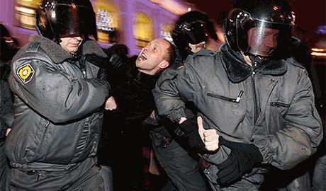 """Протест московских бюджетников под зданием мэрии, закончился в """"обезьяннике"""""""