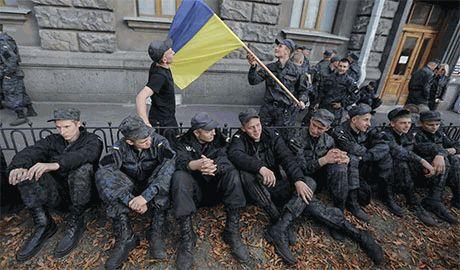 Порошенко пообещал «дембель» только тем военнослужащим, кто «пожелает» перейти на контрактную службу