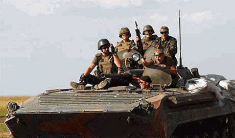 Российские наемники пошли в атаку – в районе Снежного и Красного Луча возобновились бои. Ситуация резко ухудшается