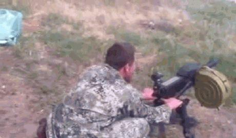 """Террорист """"Моторолла"""" обстреливает позиции своих ради развлечения ВИДЕО 18 +"""
