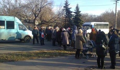 В пригороде Луганска бунт – жители готовы разорвать террористов