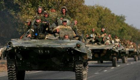 Неугомонная Россия, жители Макеевки зафиксировали колону военной техники
