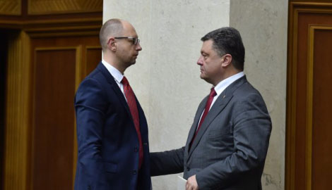 Администрация министров Яценюка против Кабинета президента Порошенко.