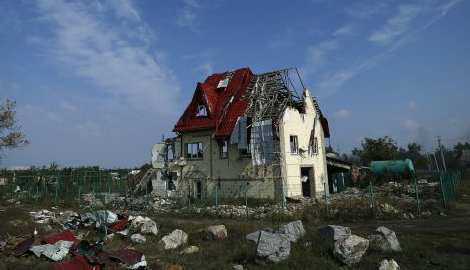 Террористы провели массированный артобстрел одного из поселков Новоайдарского района, уничтожив противотуберкулезный санаторий