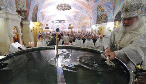 Изменение бизнес-интересов в РФ: Не покупают нефть, впарим освященную минералку от Патриарха Кирилла
