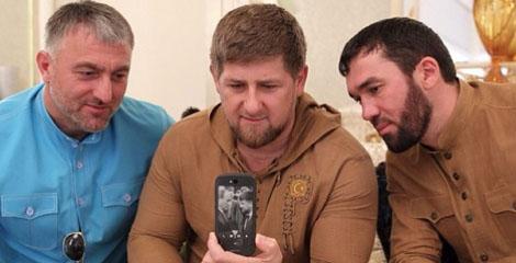 Рамзан Кадыров похвастался, что стал владельцем российского смартфона YotaPhone 2!