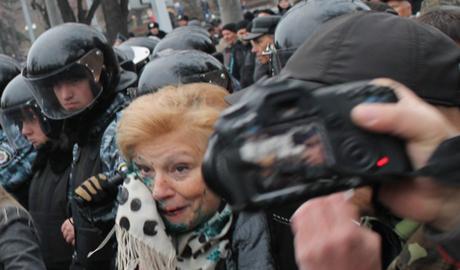 """Кровавые столкновения между сторонниками коммунистов и активистами """"правого сектора"""""""