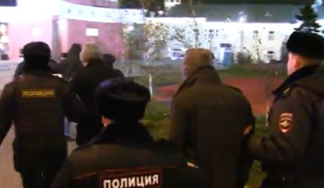 В Москве участников митинга за мир запаковали в автозаки ВИДЕО