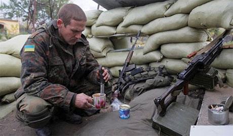 Российские военные при поддержке боевиков взяли в кольцо 31-ый блокпост. Ситуация критическая, – Юрий Бутусов