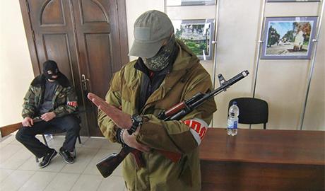"""Грабеж продолжается! Боевики ЛНР нашли довольно своеобразный способ """"улучшить"""" жизнь местных жителей"""