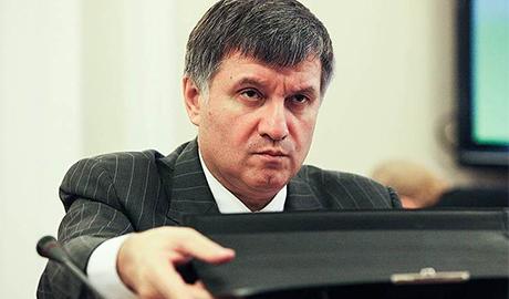 Внеся на сайт Миротворца Сааку и нардепов Батькивщины, Аваков отказывается вносить Медведчука
