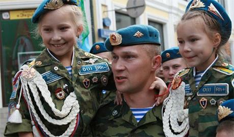 За отказ убивать украинцев российских десантников с позором уволили из армии
