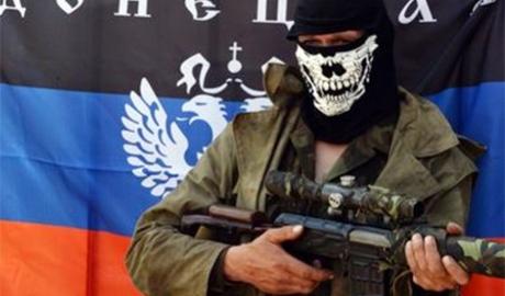 """В """"русском мире"""" нет места для гривны: """"радостные"""" террористы жгут """"хохляцкие"""" деньги (Видео)"""
