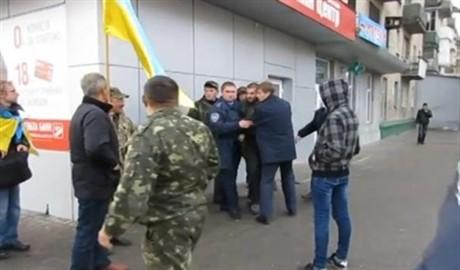 Ведется расследование причин драки милиционеров и военных з АТО в кафе Мелитополя. Кто прав, а кто – виноват?