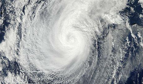 Шторм-монстр угрожает востоку России, Аляске и соседним штатам Америки