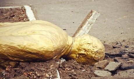 Ленинопад в Одессе: город-герой лишился очередного памятника Владимиру Ленину