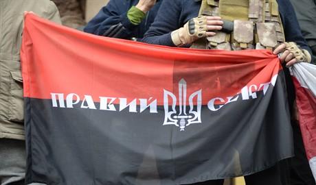 Украинская армия готовится расстрелять базу Правого сектора