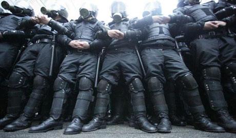 «Долой властный забор». Сегодня неизвестные пытались штурмовать администрацию президента (ВИДЕО)