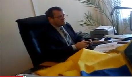 Ветеран АТО , который потерял руку и ногу, штурмовал кабинет зам мэра Северодонецка: Я тебя сепаратюгу  из окна выкину! (ВИДЕО)