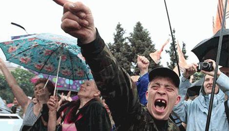 Новый миф от ватников: Укропы насилуют мирное население, а потом в изнасилованы места заливают монтажную пену