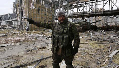 Киборги продемонстрировали, что осталось от старого терминала аэропорта Донецка (ВИДЕО)