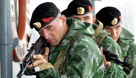 Вежливые черные человечки с РФ захватили вертолетоносцы типа Мистраль?
