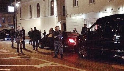 Любовница Путина на кофе ходит с армией автоматчиков