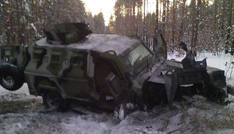 """Бронированный """"Кугуар"""" спас жизнь украинским силовикам"""
