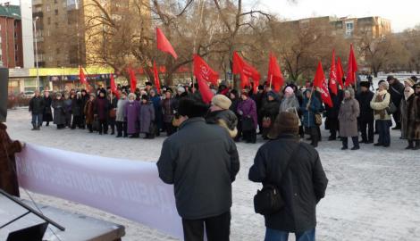 В РФ люди начинают выходить на улицы, требуя прекратить падение рубля