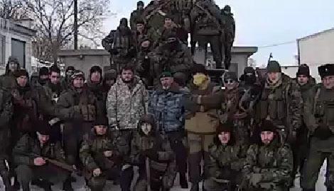 """Воины """"ДНР"""" угрожают ВСУ, находясь на безопасной территории в РФ (ВИДЕО)"""