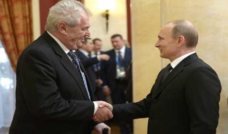 Из за прокремльовской политики чешскому президенту грозит отставка