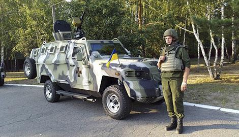 """Террористы самопровозглашенных республик рекламируют украинские """"Кугуари"""""""