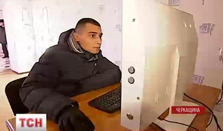 Осужденный волонтер помогает бойцам АТО через интернет (Видео)
