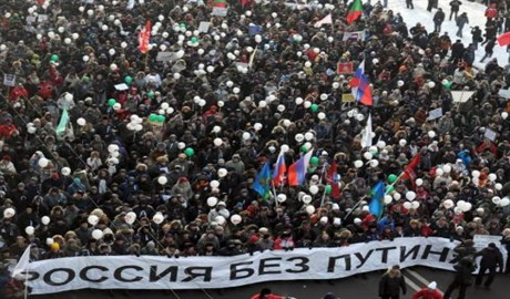 «Путин – труп», «Крым не наш», «Слава Украине» — популярные лозунги московского майдана