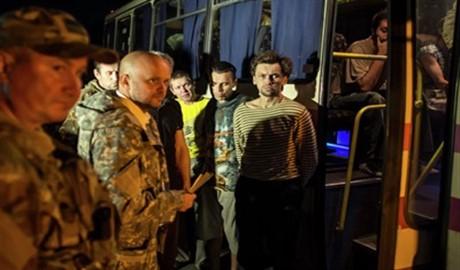 Боевики «ДНР», «ЛНР» и украинские военные благополучно произвели обмен пленными