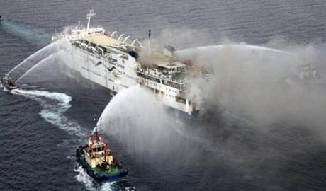 На борту горящего парома в Греции находились две украинки
