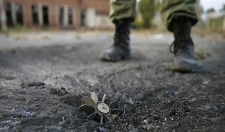 Террористы ранили трех украинских военных