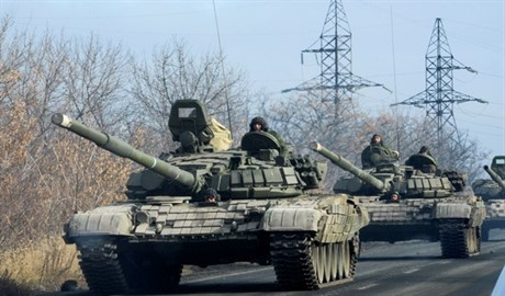 Россия продолжает наращивать свои силы на востоке Украины, в то время как наши военные без боя сдаются