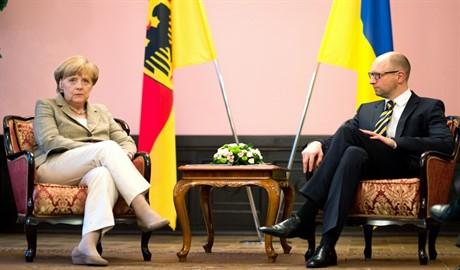 Яценюк планирует встретиться с Меркель на Рождество