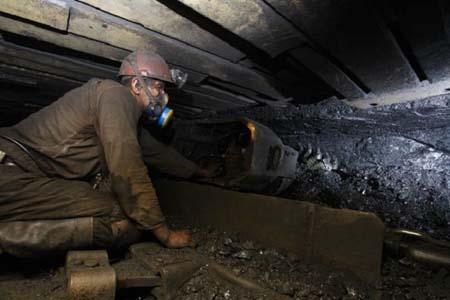 Триста шахтеров оказались заблокированы в шахте, через метких боевиков