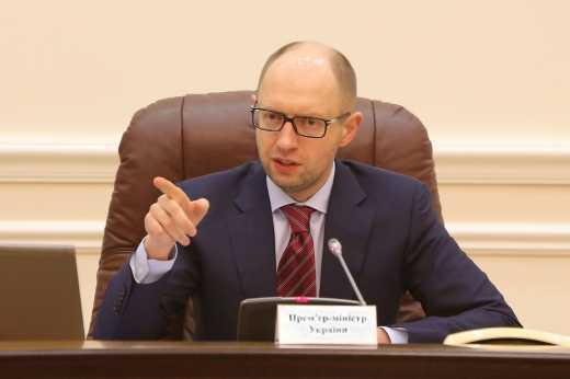 Из-за падающей гривны Яценюк требует срочно провести заседание Верховной Рады