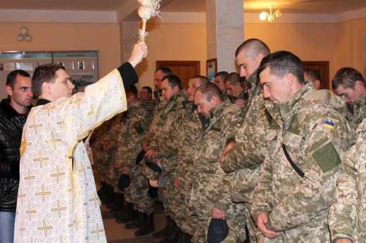 Восьмого января в зону антитеррористической операции отправилось 400 десантников со Львова