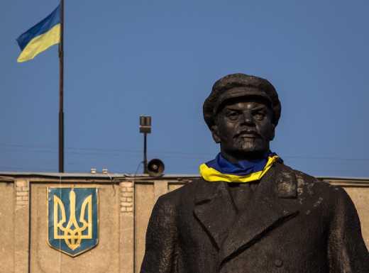 Жители Славянска хотят до 22 января убрать памятник Ленина