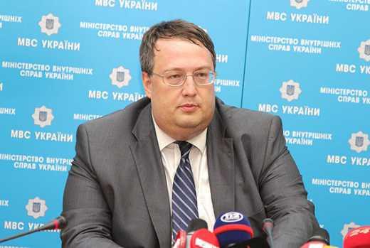 Геращенко: РФ нагнал техники на Донбасс, но не может укомплектовать экипажи