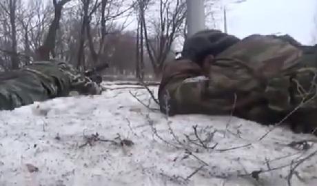 """Украинская артиллерия заставила """"бравого"""" Гиви лежать """"мордой в пол"""" ВИДЕО"""