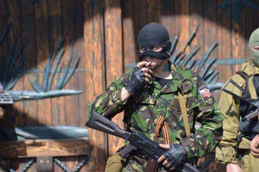 """Пьяные боевики самопровозглашенной """"ЛНР"""" избили своего комбата и выбросили его на кладбище"""