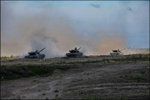 Трехкилометровая колонна танков оккупантов движется в направлении позиций ВСУ в районе Горловки
