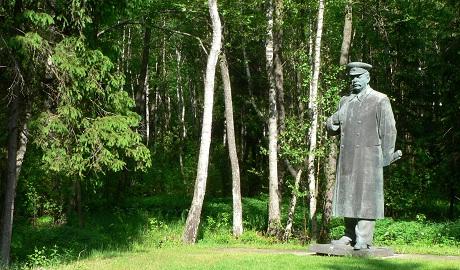 Пока в Украине сносят памятники Ленина, в России открывают музеи Сталина
