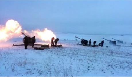 Украинская артиллерия уничтожает врага, но действовать эффективнее ей мешает мирный план президента, который не дает ВСУ возможности для маневра