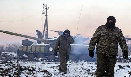 Боевики ворвались в центр города Углегорска, силы АТО уничтожили два танка, идет бой